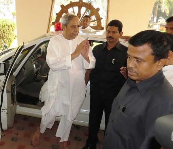 Naveen Patnaik with the Maruti Suzuki SX4