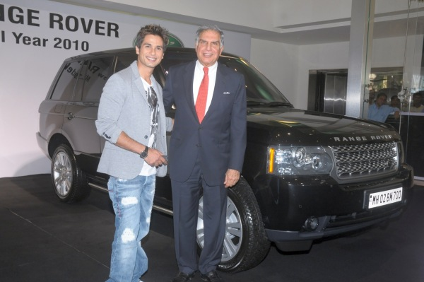 Shahid Kapoor with his Range Rover Vogue