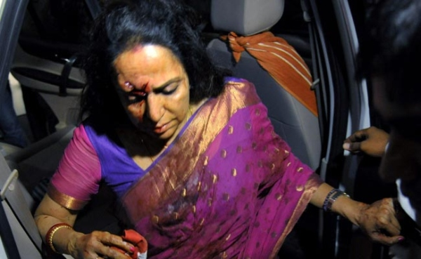 Hema Malini Mercedes Benz Crash 4
