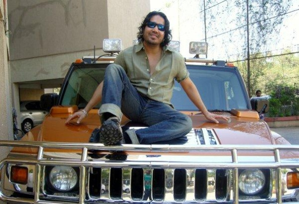Mika with his Hummer H2 1