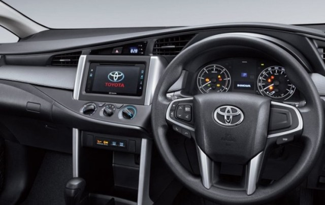 2016 Toyota Innova MPV 8