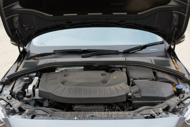 Volvo S60 Cross Country Engine picture