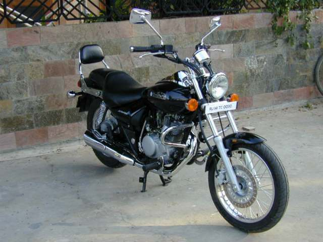 Kawasaki-Bajaj-Eliminator-925025702-4333613-1