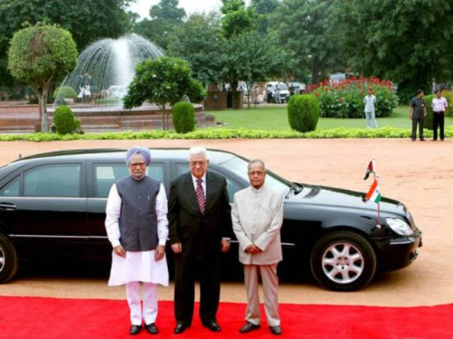 Pranab-Mukherjee-with-the-Mercedes-Benz-S-Class-Limousine