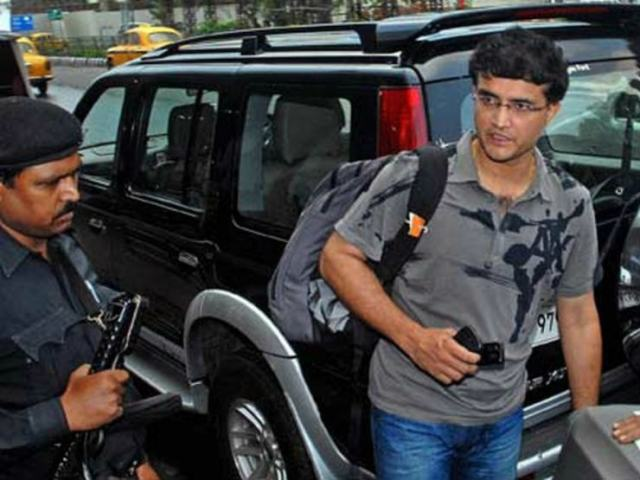 Saurav-Ganguly-with-his-Ford-Endeavour
