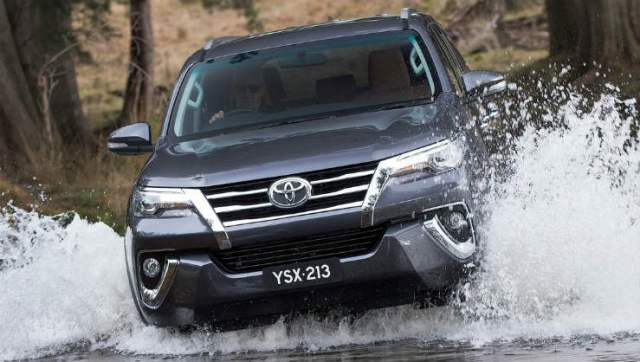 Toyota-Fortuner-2016-1280-11