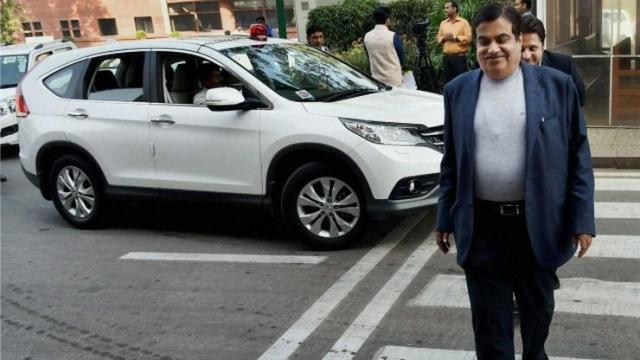 Nitin Gadkari with his Honda CR-V