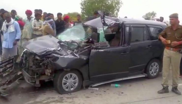 Modi's estranged wife injured after truck hits her auto  on Rajasthan highway