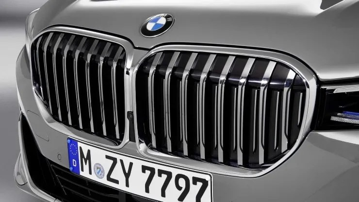 M Xx7018 Lm300h Remember When We Thought Bmw Grills Were Big