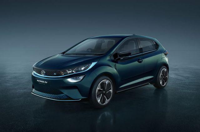 टाटा अल्ट्रोज़ इलेक्ट्रिक हैचबैक को 500 किलोमीटर की रेंज मिलेगी: Nexon EV की रेंज को भी अपग्रेड किया जाएगा