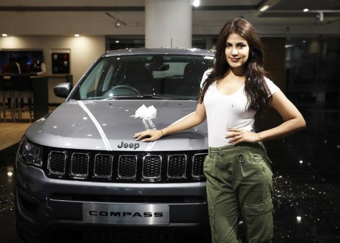 Rhea Chakraborty Jeep Compass 4