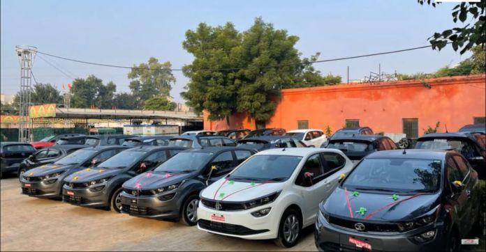 टाटा मोटर्स का डीलर एक दिन में ग्राहकों को 100 से अधिक कारों की डिलीवरी करता है: हैरियर।  नेक्सन, अल्ट्रोज़ और अधिक