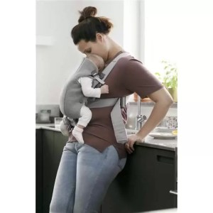 Marsupiu anatomic BabyBjorn Mini cu pozitii multiple de purtare - Light Grey 3D Jersey