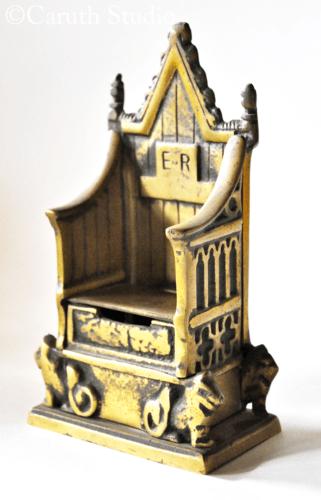 Elizabeth II money box