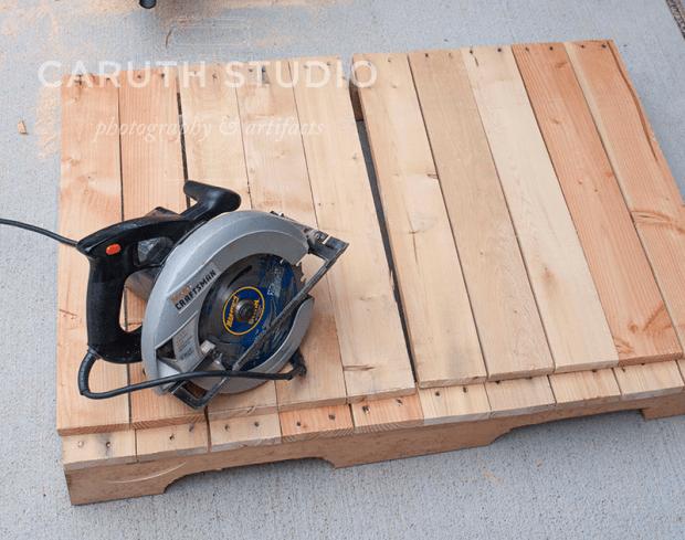 Split pallet with saw