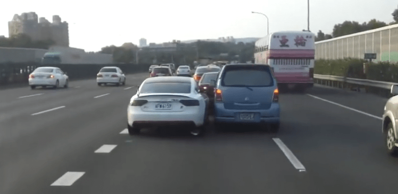 Two Cars One Lane: Fight