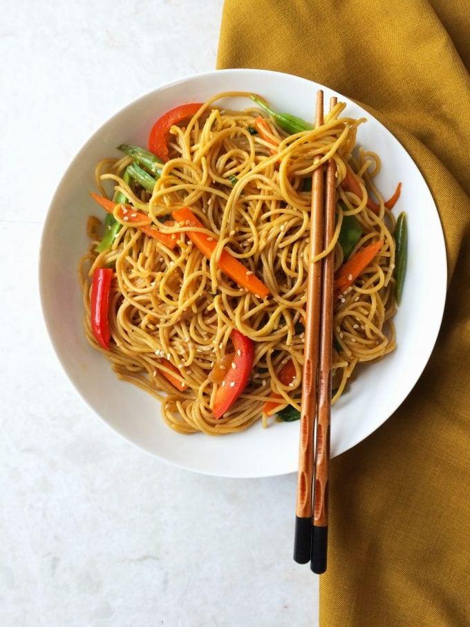 chili garlic noodles in sesame pepper sauce