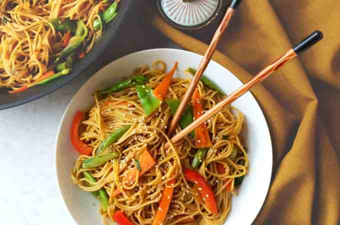 healthy chilli garlic noodles in sesame pepper sauce