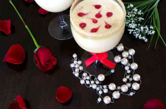 Cheesecake Thandai mocktail with berry swirl