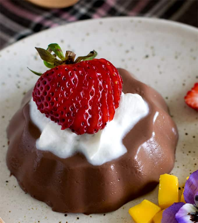 Vegan chocolate panna cotta without gelatin or agar agar