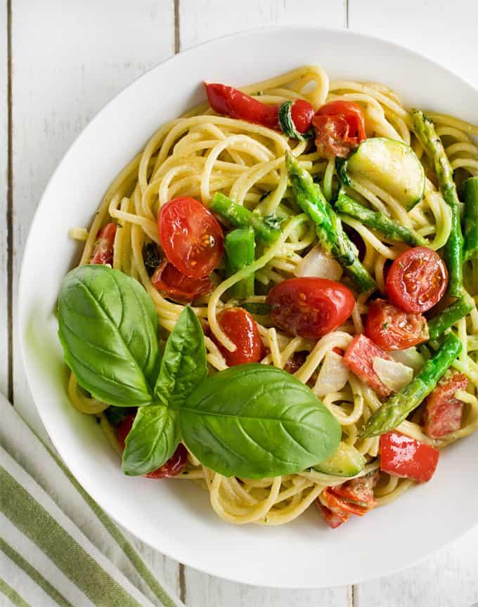 Restaurant style Alfredo pesto sauce pasta