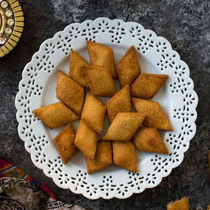 Shakarpara / Shankarpali Recipe ( Fried & baked version)
