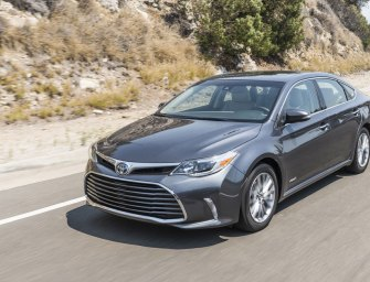 Cash In On Sliding Popularity of Big Sedans with The Toyota Avalon XLE Hybrid