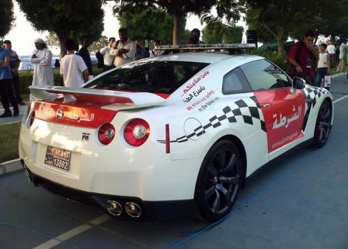 Dubai Police Patrols in Nissan GT-R_2