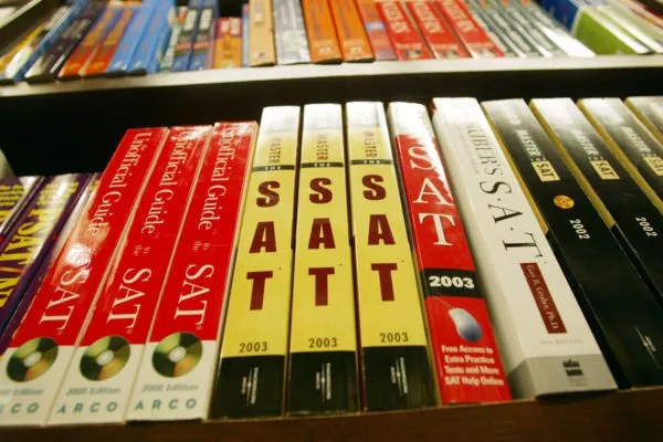NEW YORK - JUNE 27:  SAT test preparation books sit on a shelf at a Barnes and Noble store June 27, 2002 in New York City. College Board trustees decided June 27 to add a written essay and other changes to the SAT in an overhaul of the college entrance exam. The first administration of the new SAT will occur in March of 2005. (Photo by Mario Tama/Getty Images)