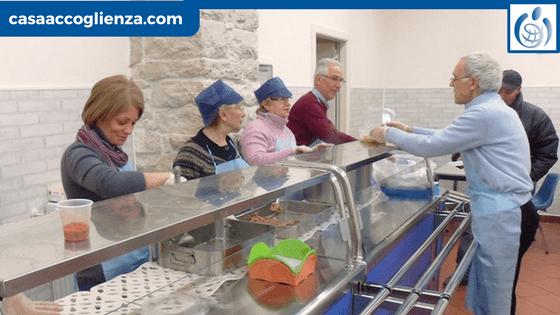 Volontari nella mensa di Casa Accoglienza - Andria