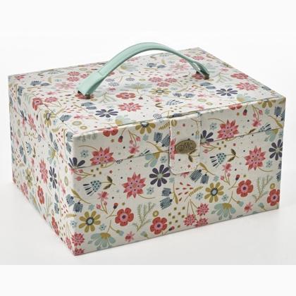 Boite De Rangement Couture In The Garden U1870 De Dmc Boites A Ouvrage Accessoires Tendace Et Mercerie Casa Cenina