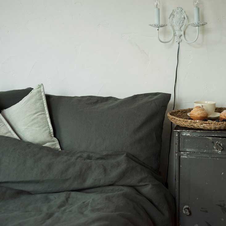 Donkergroen stonewashed puur linnen dekbedovertrek Forest Green - Merk linen tales - online te koop bij Casa Comodo