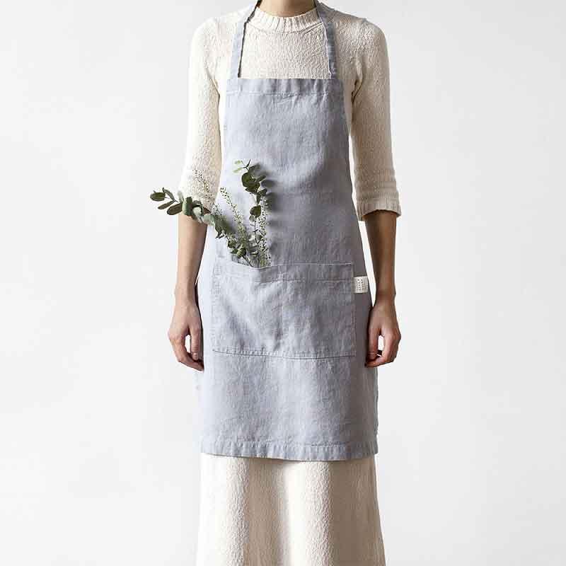 Lichtgrijs linnen schort - kookschort merk Linen Tales - online te koop bij Casa Comodo