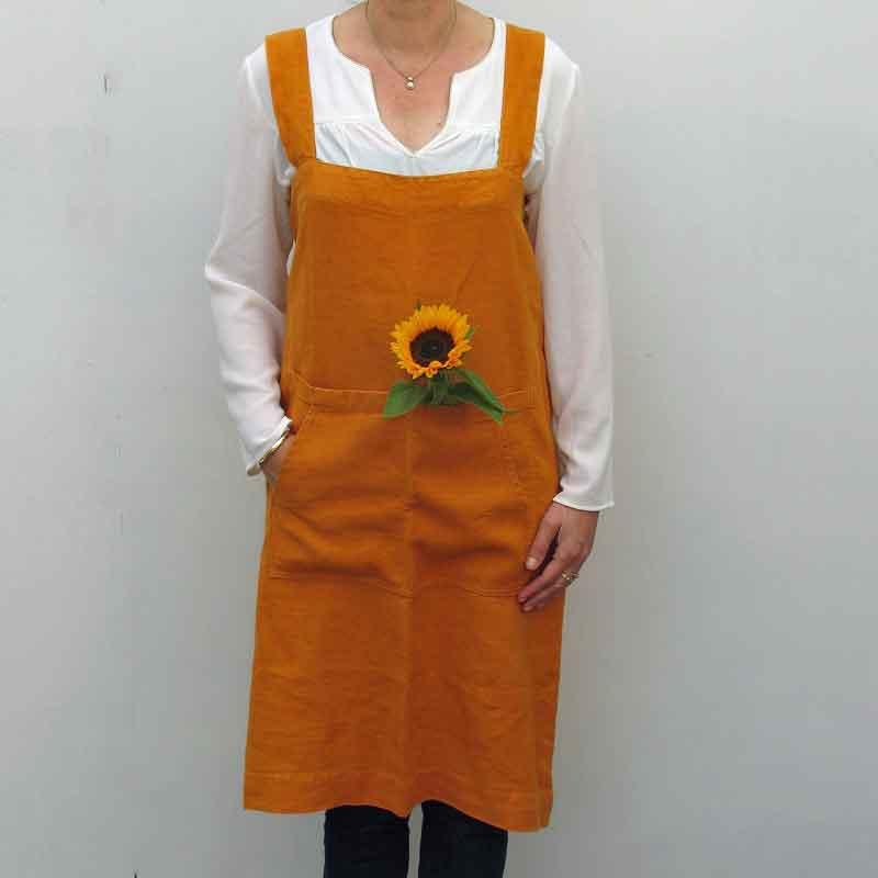 Okergeel of mosterdkleur linnen PInafore schort Mustard - Linen Tales - Casa Comodo
