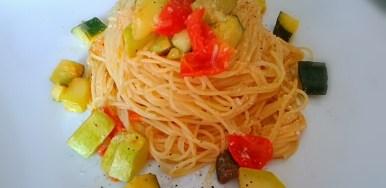 Nido di capellini con zucchine croccanti
