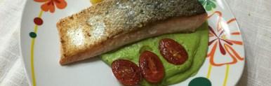 Trancio di salmone sous vide con crema di piselli, pommes parisiennes e pomodorini – Oggi cucina…Emanuele