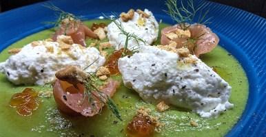 Crema di piselli con salmone affumicato e ricotta