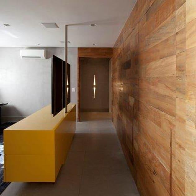 Ap. adaptado - cadeirante: Salas multimídia modernas por Marcelo Rosset Arquitetura