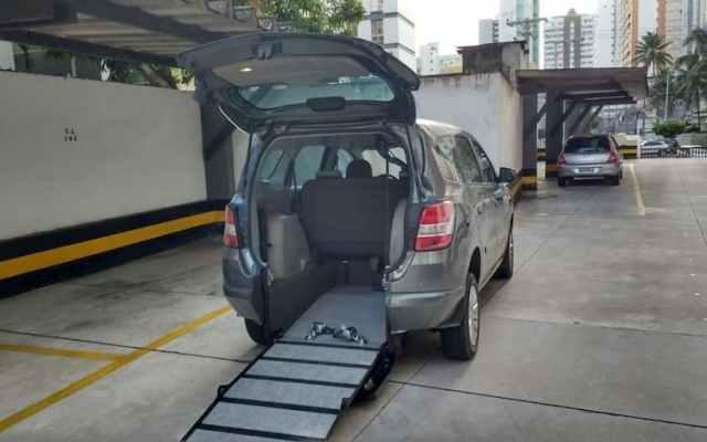 Uber deve passar a oferecer viagens mais acessíveis a cadeirantes.