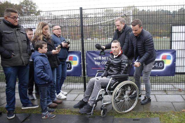 Resultado de imagem para ELA: entenda doença degenerativa do ex-jogador Fernando Ricksen.