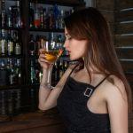 Sabe realmente como conhecer mulheres em bares?