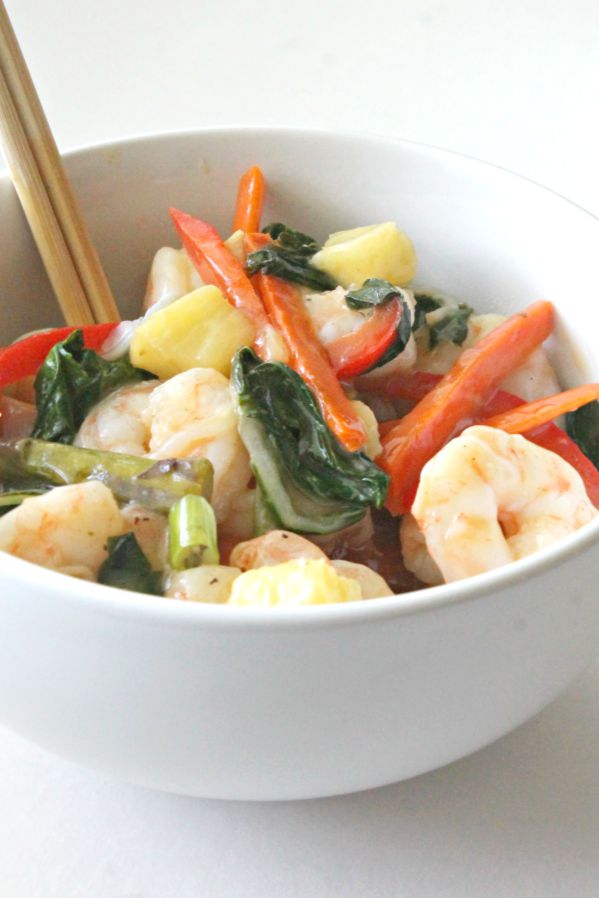 Tropical Shrimp Stir Fry - Ditch the take-out, and make this lightened up stir-fry with a tropical twist (whole 30, paleo, low carb)!