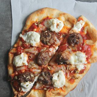 Sausage and Ricotta Naan Pizza for #SundaySupper