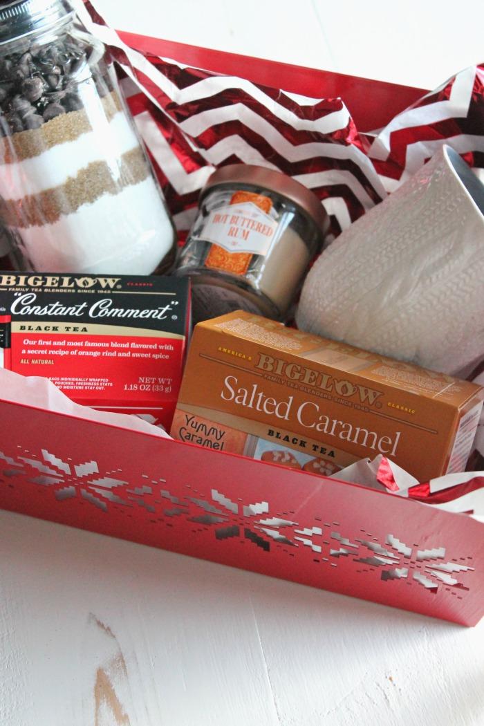 quick gift basket for the neighbors! #MeAndMyTea | casadecrews.com