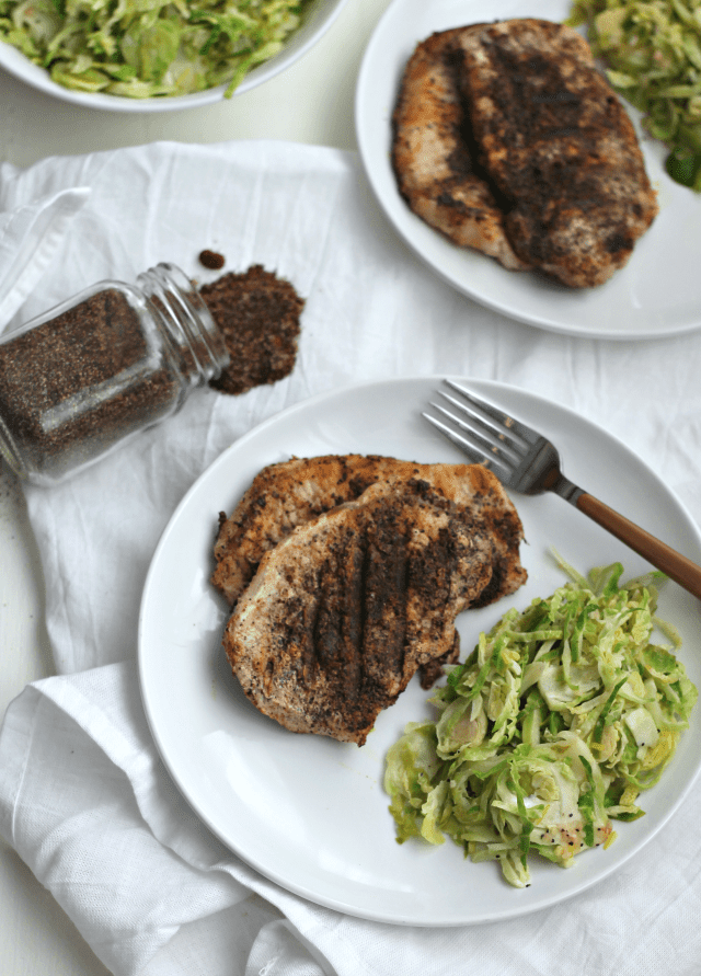 Coffee and Garlic Rubbed Pork Chops | casadecrews.com
