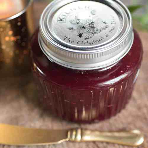 Homemade Cranberry Sauce - A Complete Thanksgiving Menu | casadecrews.com
