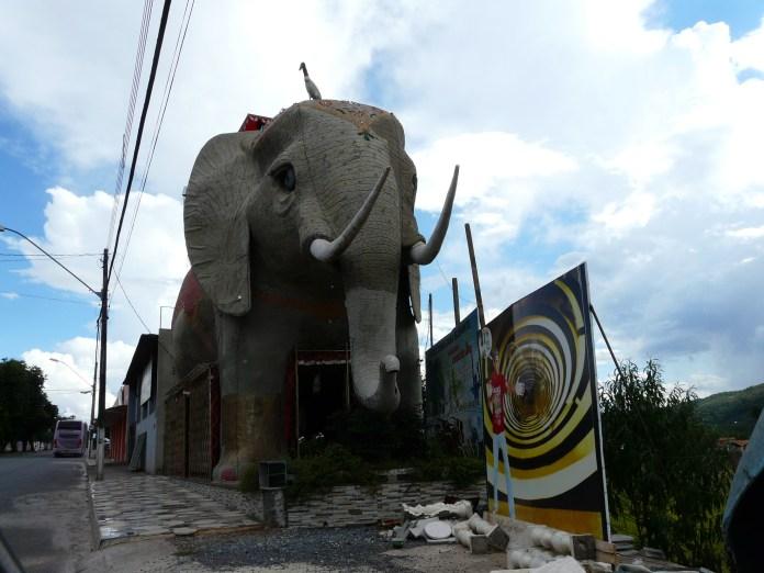 cordisburgo-mg-escultura-casa-elefante-1