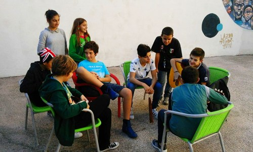 FUORI ORARIO: si pranza, si studia, si gioca!  Per i ragazzi delle scuole medie