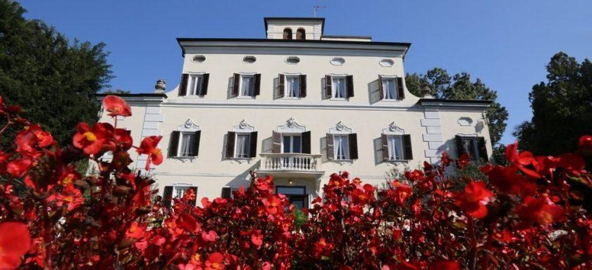 villa-berti-facciata-fiori