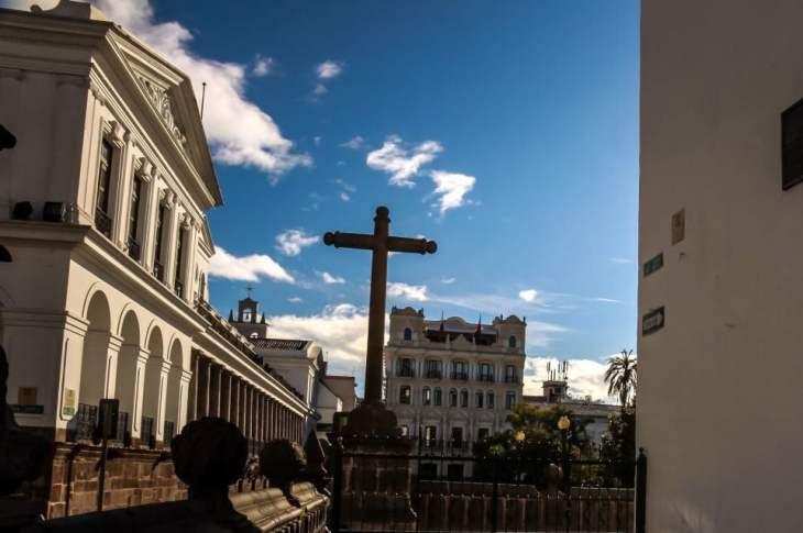 Subiendo por las Siete Cruces en el Centro Histórico de Quito